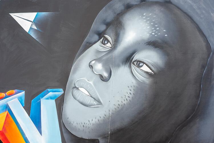 Danngal ngal rewani lawol (L'immigration clandestine), 2018 Graffiti Œuvre produite dans le cadre de l'exposition collective Le Off de Dapper © Archives Fondation Dapper - Photo Aurélie Leveau.